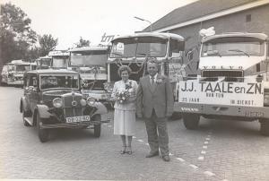82-07-06 Chauffeur Han  Fun stuurde voor de Firma  Taalle Transport al kwart eeuw schade vrij 650.000 km