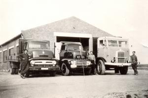 Gebr de Vos  Oude Tonge       Van l naar r  Ford,Ford en Leyland Hippo
