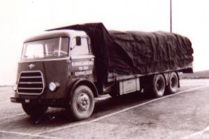 Oude vrachtwagens van allerlei Trsp