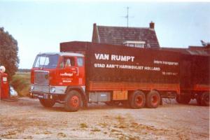 van Rumpt  Stad ah Haringvliet   ZV-20-09  Volvo  F-88